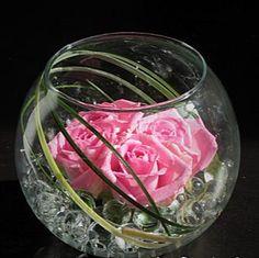 Vase boules roses roses