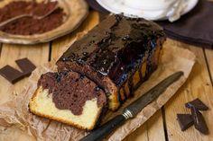 Tort aniversar de cacao cu cremă de caramel, cremă de cacao si glazură fină de ciocolată cu cafea - Delicioase.com