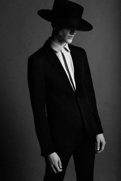 Dior Homme available at Luxury & Vintage Madrid , the best online selection of Luxury Clothing , Pre-loved with up to discount Male Models Poses, Male Poses, Male Witch, Jean Valjean, Portrait Photography, Fashion Photography, Photographie Portrait Inspiration, Stylish Men, Hats For Men