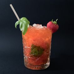 Moscow Mule Vodka, Moscow Mule Mugs, Basil Smash, Cocktails, Drinks, My Glass, Dessert Recipes, Desserts, Strawberry