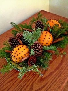 Weihnachtsschmuck basteln – kreative Bastelideen mit Orangen – Basteln mit Kin… Tinker Christmas decorations – creative craft ideas with oranges – crafts with children in winter – Christmas – Natural Christmas, Noel Christmas, Rustic Christmas, All Things Christmas, Winter Christmas, Christmas Oranges, Christmas Ideas, Christmas Tabletop, Victorian Christmas