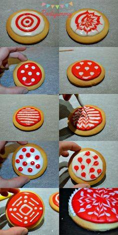 Biscuits de Noël décorés avec du glacage royal
