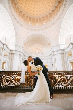 San Francisco City Hall Wedding Groom Kissing Bride On The Mayor S Balcony Daisy Bouquet