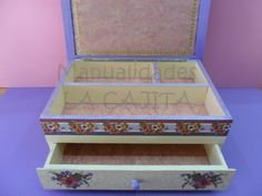 Caja joyero decorada con decoupage y acrílicos.