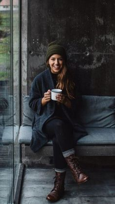 cozy // womenswear, boots, denim, sweater, knit hat, hipster style