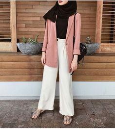 super Ideas for style hijab casual kemeja Modern Hijab Fashion, Street Hijab Fashion, Hijab Fashion Inspiration, Muslim Fashion, Modest Fashion, Trendy Fashion, Fashion Outfits, Trendy Style, Fashion Fashion