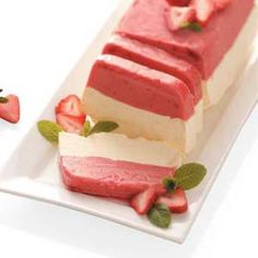 Strawberry Sorbet Sensation I will try this with orange sorbet for a creamsicle taste mmmm! Conso o sustituir sorbete por bolero Frozen Desserts, Just Desserts, Delicious Desserts, Dessert Recipes, Yummy Food, Strawberry Sorbet, Strawberry Recipes, Strawberry Cheesecake, Gourmet