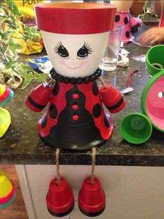 16 totally different Clay Pot Ladybugs. Who would have believed there could be so many ways to make Ladybugs from clay pots. Flower Pot People, Clay Pot People, Flower Pot Art, Flower Pot Crafts, Clay Pot Projects, Clay Pot Crafts, Terracotta Flower Pots, Clay Flower Pots, Painted Clay Pots