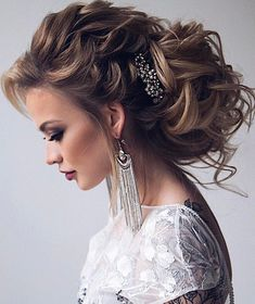 Beautiful and elegant bridal hairstyle ideas #weddinghair #updo #weddingupdo #messyupdo #updowedding #eleganthair #weddinghairstyle #hairideas