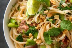Seared Steak with Spicy Rice Noodles - Healthy Make-Ahead Lunches - Pictures Asian Recipes, Beef Recipes, Cooking Recipes, Healthy Recipes, Spicy Recipes, Recipies, Entree Recipes, What's Cooking, Drink Recipes