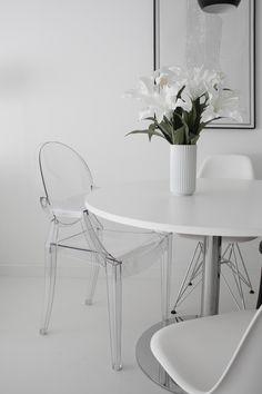 Esszimmer Stühle: Wie wäre es mit einem durchsichtigen Louis Ghost Chair von Kartell? | #connox #beunique