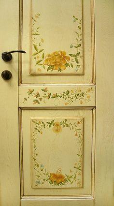 Hand Painted Walls, Hand Painted Furniture, Paint Furniture, Furniture Makeover, Painted Interior Doors, Painted Doors, Rental Home Decor, Folk Art Flowers, Old Doors