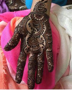 "8,961 Likes, 24 Comments - We Are Here To Inspire You (@hennalookbookin) on Instagram: ""Loving The Details And Design, Henna @maharani_mehendi #hennalookbook"""