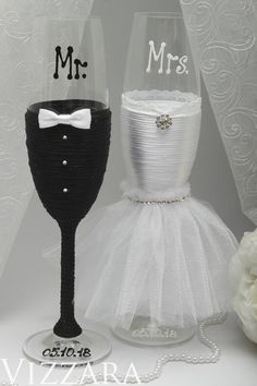 Bride and groom champagne glasses Black and white weddings Wedding cake knife set White and black wedding Wedding knife sets and glasses Bride And Groom Glasses, Wedding Wine Glasses, Wedding Champagne Flutes, Wedding Bottles, Champagne Glasses, Bride Groom, White Wedding Cakes, White Weddings, Indian Weddings