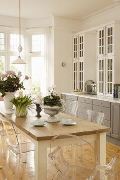 Gorgeous, gorgeous, gorgeous. Current dining room covet- harvest tabls + ghost chairs. I'll settle for imitation!