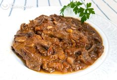 These are slices of veal cut and cooked in a rich sauce with seasonal mushrooms. Meat Recipes, Cooking Recipes, Spanish Cuisine, Spanish Food, Spanish Recipes, Barcelona Food, Meat Steak, Peruvian Recipes, Small Meals