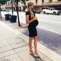 Maternity chic..this is going to be my little sister:) She always looks like a million bucks! So pretty, lucky duck:)