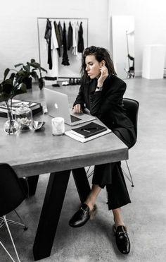 55 Ideas For Fashion Design Studio Workspaces Chic – Office Design 2020 Interior Design Studio, Modern Interior Design, Design Studio Office, Studio Studio, Studio Ideas, Fashion Showroom, Fashion Design Portfolio, Office Workspace, Workspace Design