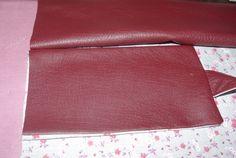 La besace de ma soeur ... simili cuir et liberty - Les 2 Mains Gauches Main Gauche, Wallet, Scrappy Quilts, Fabric Animals, Fabric Bags, Fabrics, Denim Purse, 30 Years Old, Couture Sac