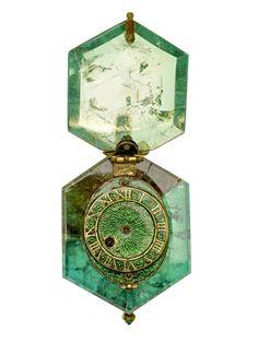 """""""Trésor de Cheapside"""", les bijoux oubliés de Londres http://www.vogue.fr/joaillerie/a-voir/diaporama/les-bijoux-oublies-de-londres-exposition-tresor-de-cheapside-musee-de-londres/15668"""