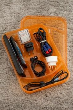 De plástico, madeira ou metal, os porta-talheres podem ser poderosas divisórias para organizar as suas gavetas.