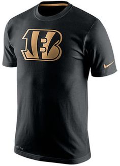 Show your support for your favorite NFL team in the ultra-soft Men's Nike Cincinnati Bengals NFL Champ Drive DFCT T-Shirt. Featuring a large team logo printed at the front and cozy cotton-rich Dri-FIT fabric, this tee shouts your team pride and keeps you comfortable in the stands. FEATURES: FABRIC: 58% cotton, 42% polyester Dri-FIT FIT: Athletic CARE: Machine wash