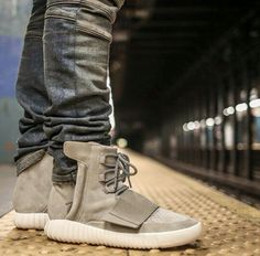 Adidas Yeezy 750 Boost. A popular sneaker on Ebay and even more popular with the counterfeiters. Checkout the 36 point step-by-step guide on spotting fakes on goVerify.it