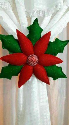 Felt Christmas Decorations, Felt Christmas Ornaments, Christmas Pillow, Christmas Wreaths, Christmas Poinsettia, Christmas Sewing, Christmas 2017, Christmas Holidays, Christmas Projects