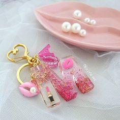 Diy Resin Projects, Diy Resin Art, Diy Resin Crafts, Uv Resin, Resin Molds, Diy Resin Keychain, Cactus Keychain, Acrylic Keychains, Polymer Clay Jewelry