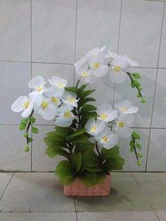 Nylon Flowers, Fabric Flowers, Ribbon Work, Silk Ribbon, Wood Glue, Nylons, Flower Tutorial, Flower Making, Soft Fabrics
