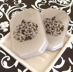 gothic pumpkin soaps.  Three words I didn't envision seeing together.  But this soap is beautiful and I can't wait to make some for the fall.