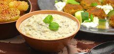 Možete ga servirati kao salatu, namaz, dip ili prilog uz meso. Patlidžan stavite u rernu i pecite sat vremena na 200 stepeni. Papriku ispecite i ogulite pa i...