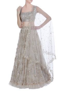 The latest Anushree Reddy 2018 Bridal Wear Collection has tons of pink shades, some ivory, greys and few traditional bridal lehengas. Indian Wedding Gowns, Indian Gowns Dresses, Indian Fashion Dresses, Dress Indian Style, Indian Designer Outfits, Skirt Fashion, Gown Wedding, Indian Wear, Wedding Wear