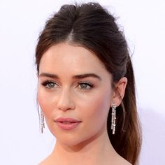 Emilia Clarke - centre part, high volume pony + statement earrings