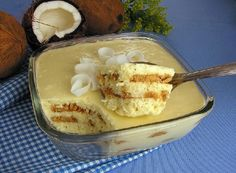 O Pavê Mousse de Coco é uma sobremesa fácil, deliciosa e que vai agradar toda a família. Experimente! Veja Também:Pavê Doce de Abacaxi Veja Também:Pavê d