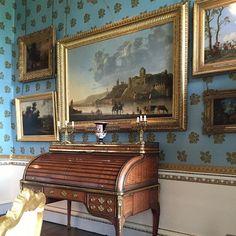 Woburn Abbey. Fairytale landscapes?? #fineart #gilt #bureau #handblocked #wallpaper  #woburnabbey #woburn #countryhouse #englishcountryhouse #england #safinteriors