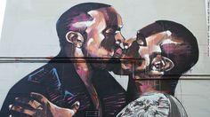 Une fresque montrant l'artiste hip-hop Kanye West se baisant apparu à Sydney, en Australie.  L'artiste, Scott Marsh, a été inspiré par une photo de West embrassant sa femme, Kim Kardashian-Ouest.