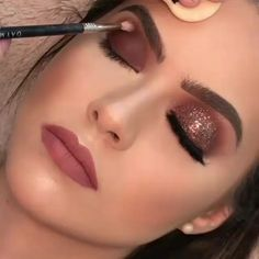 [New] The 10 Best Makeup (with Pictures) - Make up Glitter . Bridal Eye Makeup, Glam Makeup, Skin Makeup, Makeup Inspo, Eyeshadow Makeup, Makeup Inspiration, Bronze Eye Makeup, Party Makeup, Vegas Makeup