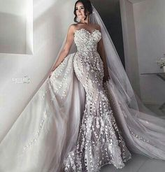 Among brides the most popular are strapless wedding dresses. This bridal gowns will make your look elegant and charming. Perfect Wedding Dress, Wedding Looks, Dream Wedding Dresses, Bridal Dresses, Beautiful Gowns, Beautiful Bride, Couture Wedding Gowns, Dream Dress, Wedding Styles