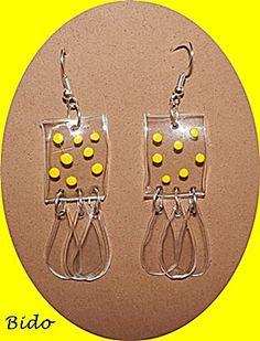 Plastic earrings Plastic Earrings, Plastic Jewelry, Resin Jewelry, Jewelry Crafts, Plastic Bottle Flowers, Plastic Bottle Crafts, Recycle Plastic Bottles, Recycled Jewelry, Handmade Jewelry
