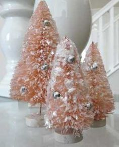 Go vintage, antique and distressed this Christmas by decorating Shabby Chic Christmas Style! The shabby chic look is a beautiful theme for Christmas, especially if you love vintage holiday decor. Pink Christmas Tree, Shabby Chic Christmas, Victorian Christmas, Christmas Colors, Christmas Themes, Holiday Fun, Vintage Christmas, Christmas Holidays, Christmas Crafts