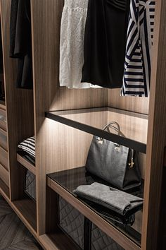 The stunning Link walk-in-wardrobe range are designed to be flexible and creating luxurious storage solutions. Available in a multitude of varitions and finishes. Glass Wardrobe, Wardrobe Room, Walk In Wardrobe, Wardrobe Design, Wardrobe Furniture, Custom Furniture, Furniture Showroom, Furniture Design, Walking Closet