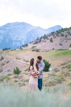 Perfect styling and location for couples or engagement session // pastels, neutrals, mountains, sagebrush, jennifer munoz of captivate photography