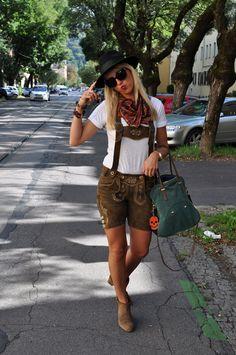 Aufsteirern Graz, Dirndl, Lederhosen, traditional Austrian clothes | Inspiration for raredirndl.com
