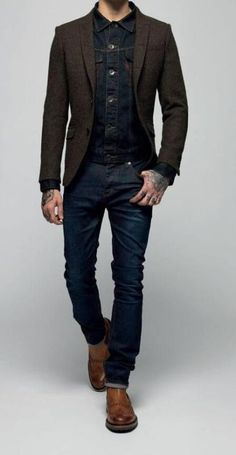 This relaxed casual combo of a navy denim jacket and navy jeans takes on different forms according to how it's styled. Make your outfit slightly more polished by finishing off with a pair of brown leather chelsea boots. Visual Jeans, Stylish Men, Men Casual, Smart Casual Menswear, Casual Wear, Brown Leather Chelsea Boots, Mode Man, Brown Blazer, Mens Brown Shirt