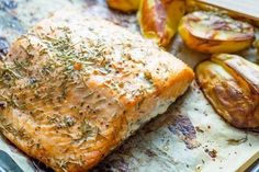 If you're new to cooking or not super confident in your skills, salmon can be a little intimidating. Please stop panicking, and cook more salmon. Garlic Recipes, Salmon Recipes, Potato Recipes, Seafood Recipes, Vegetable Chips, Vegetable Recipes, Delicious Fruit, Yummy Food, Baked Salmon Lemon