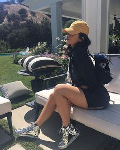 13 Times Kylie Jenner's Style Has Genuinely Bowled Us Over Kylie Jenner's style ranges from slinky slip dresses with high heels through to sports-luxe athleisure-inspired outfits. See her best looks here… Estilo Kylie Jenner, Kylie Jenner Outfits, Kylie Jenner Fotos, Trajes Kylie Jenner, Looks Kylie Jenner, Kendall And Kylie Jenner, Kylie Jenner Fashion, Kylie Jenner Instagram, Khloe Kardashian
