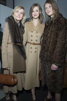 http://www.vogue.fr/mode/inspirations/diaporama/fwah2015-en-backstage-du-dfil-michael-kors-automne-hiver-2015-2016/19176/carrousel#13//fur scarf