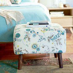 El mejor #complemento para el #sillón del #living o para el #dormitorio, un #pouff. #Garden #Muebles #Madera #Flores #Decoración #Homy Tassels, Ottoman, Pillows, Chair, Garden, Fabric, Furniture, Home Decor, Houses