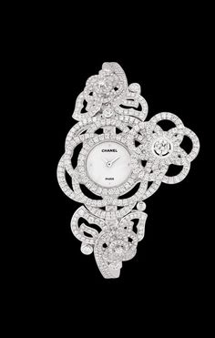 CHANEL - Watch in 18K white gold and diamonds. - Packshot